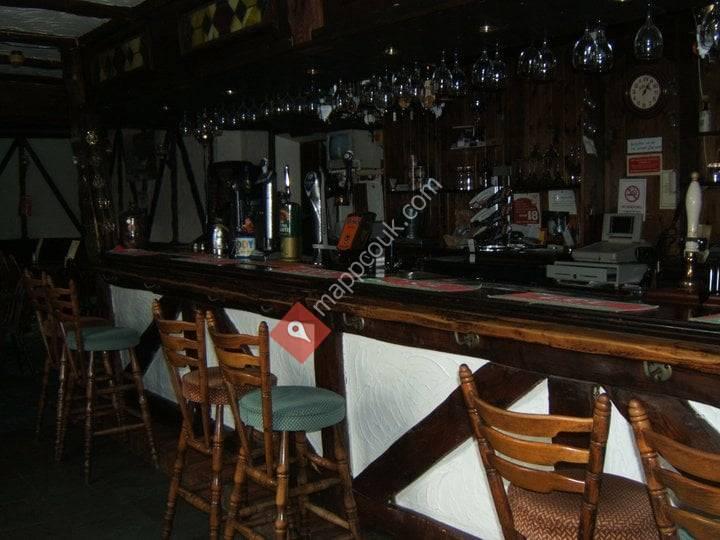 Shipwrights Hotel & Riverside Pub